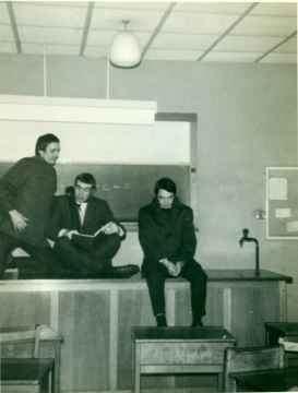 George-Seaman-Stuart-Powell-and-Michael-Jones-in-the-Physics-room-1968-