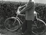 1964-5-Budgie-and-bike